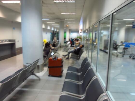 ターミナル間移動待合室