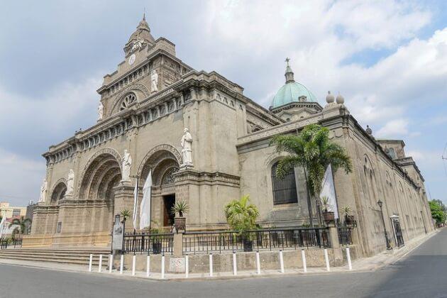 マニラ観光定番のマニラ大聖堂