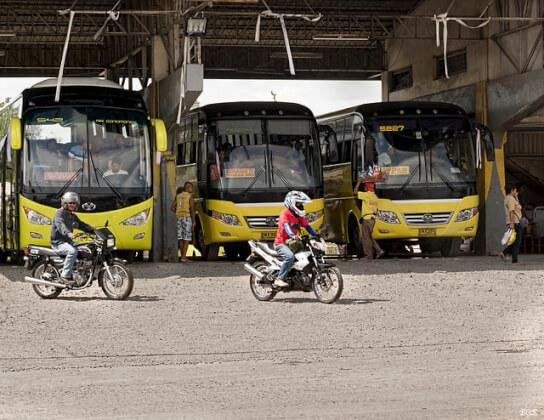 フィリピンの観光バス、セレス・ライナー