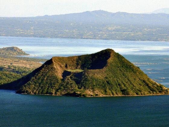 フィリピン観光の避暑地のタール火山