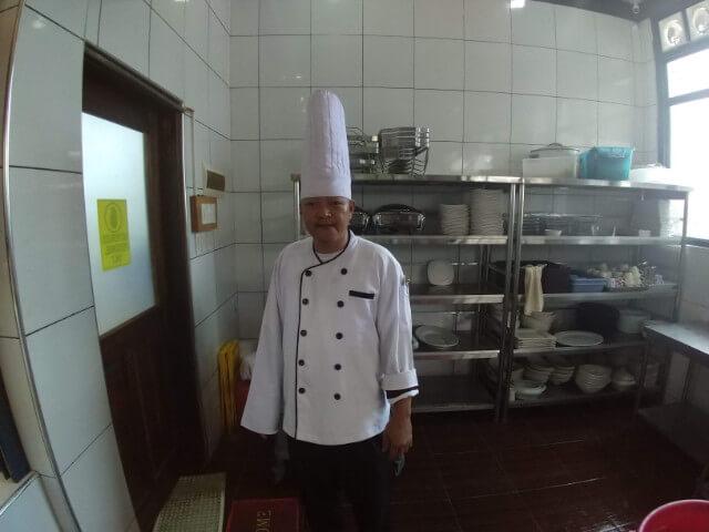 キッチンスタッフ