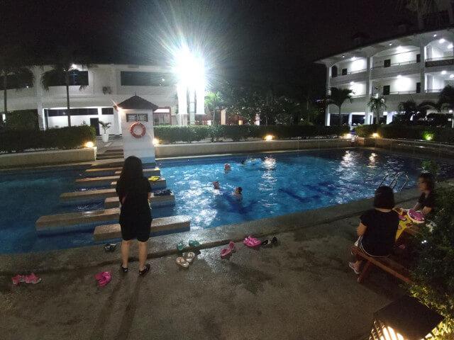 水泳クラブ