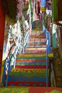 ストボサカラフルハウス階段