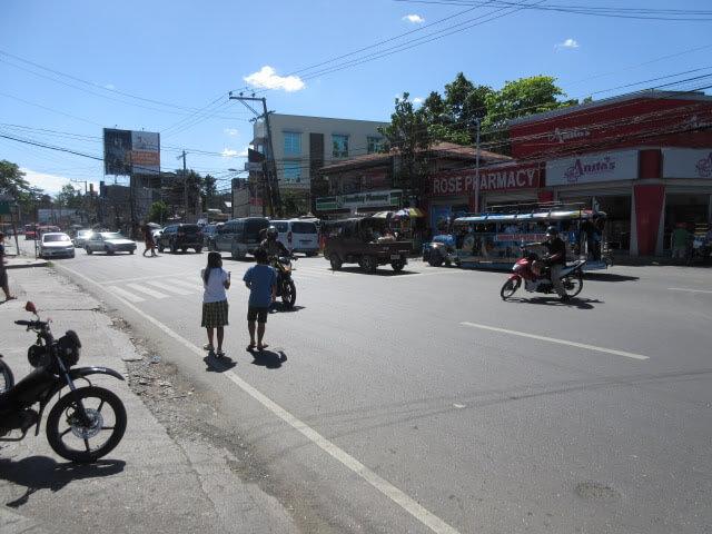 学校の前の交通量がすごい・・