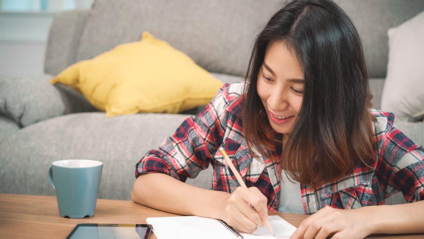 オンライン留学とオンライン英会話の違い